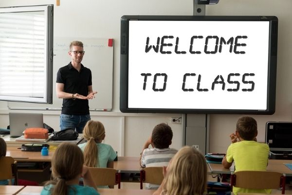 interactive-whiteboards-in-school-classrooms